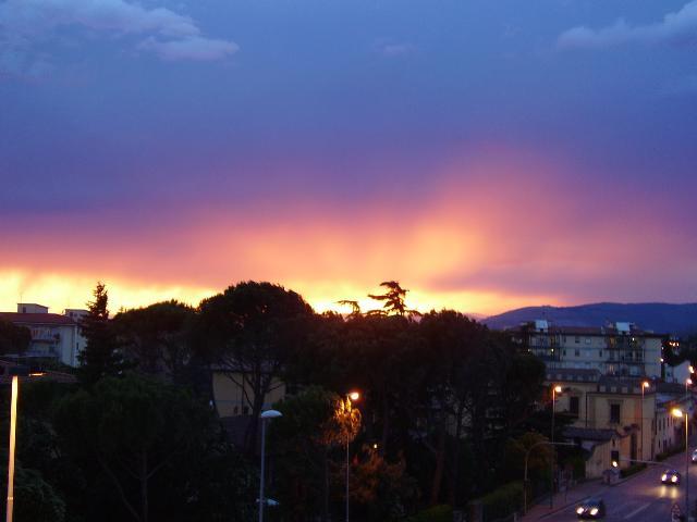 tramonto dopo la tempesta a Firenze