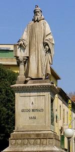 Statua a Guido Monaco, ideatore della notazione musicale