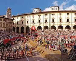 Piazza grande durante la Giostra del Saracino